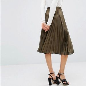 Abercrombie and Fitch metallic pleated skirt